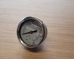 Logic sprayer pressure gauge